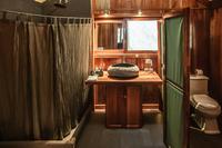 GalapagosSafari Bathroom02