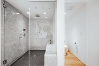 NWMacLeayBoulevard Bathroom04