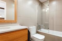 CalleBalmesResidence Bathroom03