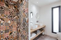 CheminCroixdesVertuesResidence  Bathroom03