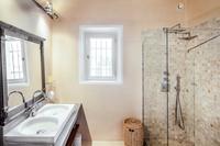 AvenuePasteurResidence Bathroom02