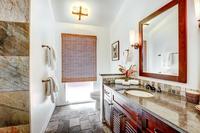 Waine'eStreet Bathroom