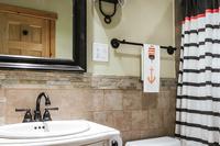 GreenhillDrive Bathroom