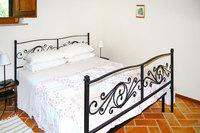 AssisiMasterBedroom01