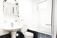 Daphne_Bathroom02