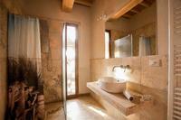 Monacheno2Bathroom 01