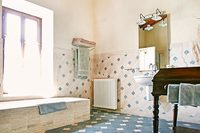 Leccino MontecastelliVillaBathroom01