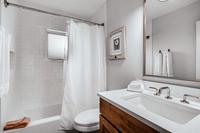 DeerBoulevard Bathroom06