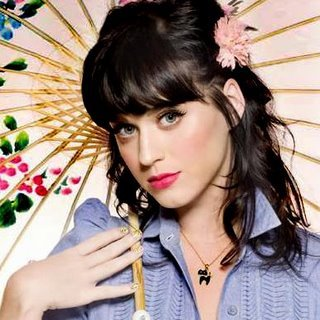 Katy Perry loves bright makeup!