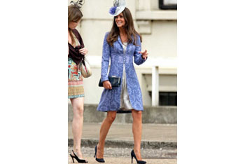 Kate dresses up her blue dress coat with a hat