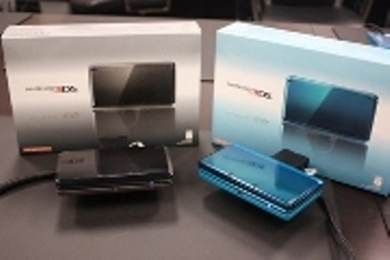 Nintendo 3DS and boxes two colors