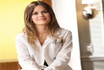 Rachel Bilson stars as doctor Zoe Hart