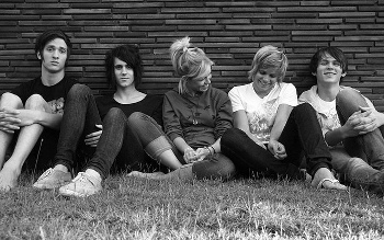 Tonight Alive is made up of Whaikao, Matt Best, Jake Hardy, Cameron Adler and Jenna!