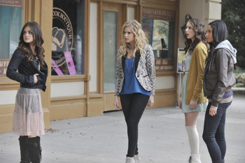 Pretty Little Liars: Season 2, Episode 24 :: If These Dolls Could Talk