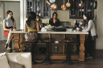 After the girls watch the news about Officer Garrett, Melissa comes down to warn them to stop poking around