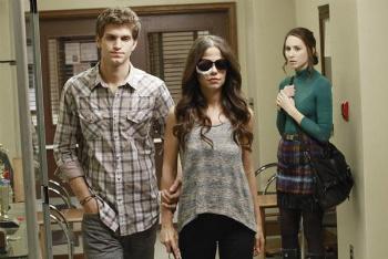 Pretty Little Liars: Season 2, Episode 23 :: Eye of the Beholder