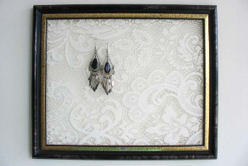A Frame Lace Earring Holder