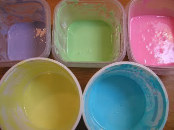 Pastel colors are traditionally used for Easter designs