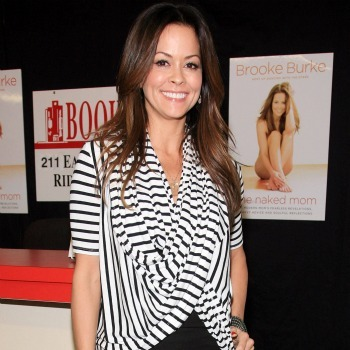 Brooke Burke: draped horizontal stripes add curves