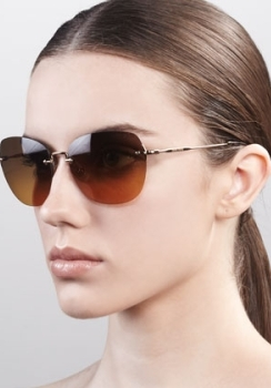 Frameless oval glasses look great on heart-shaped or rectangular faces