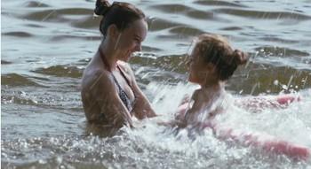 Madeline Carroll with Emma on set