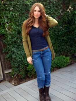 Boyfriend jeans and combat boots never looked so fun and feminine. Paired with a fitted top and slouchy sweater, it is a great look for fall.