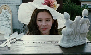 Emily (Natasha) discovers the Dibbuk Box