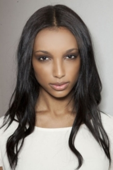 Rich, smoky colors accent eylids, brows and lips from Burberry