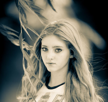 Willow Shields plays Jennifer Lawrence's sister in The Hunger Games Trilogy