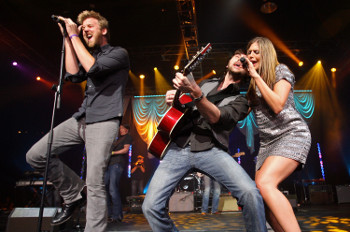 Lady Antebellum give energetic performances