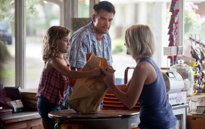 Julianne (Katie) meets Josh (Alex) and daughter