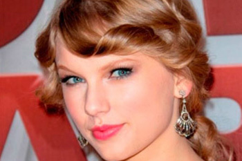 Taylor Swift's pouty pink lips