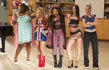 The New Directions girls channel The Spice Girls!