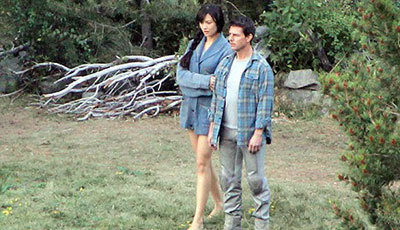 Olga as Julia and Tom Cruise as Jack