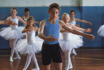 Billy Elliot trades in boxing gloves for ballet slippers