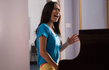 Did anyone recognize former American Idol contestant Jessica Sanchez?