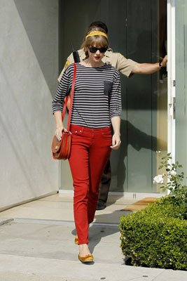 We love Taylor Swift's bright style!