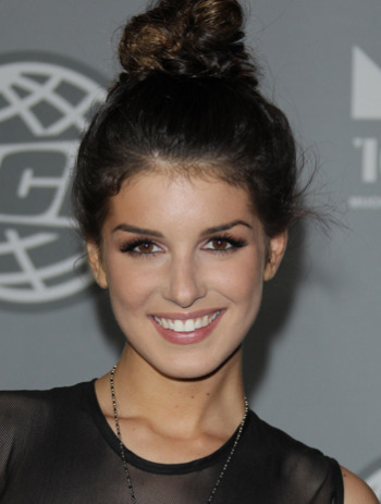 We love Shenae Grimes' topknot!