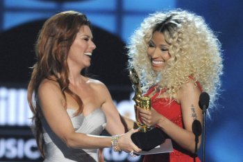 Nicki Minaj Receiving Top Rap Artist Award