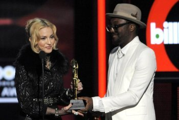 Madonna Receiving The Top Touring Artist Award