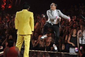 Dance-off Between Tracy Morgan and Psy