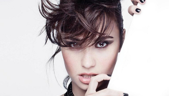 Demi Lovato shows off her great voice in 'Demi'