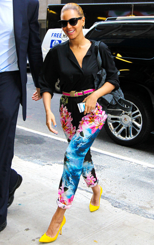Beyonce goes all out with bright accessories