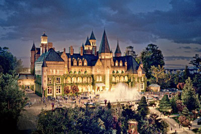 Gatsby's huge mansion