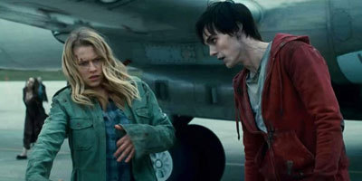 R (Nick) teaches Julie (Teresa) to zombie out