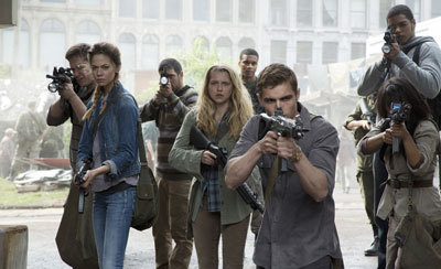 Julie (Teresa) and her human gang fight zombies