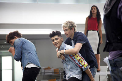 Louis, Zayn and Niall in a rehearsal room