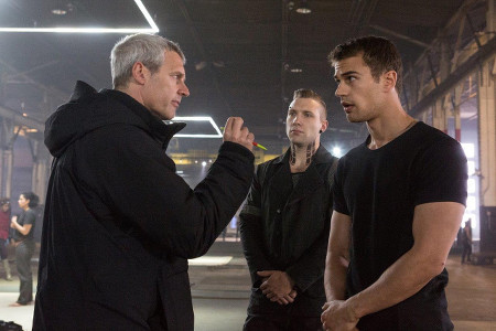 Director Neil Burger talks to Theo and Jai on set