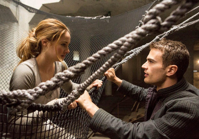 Four and Tris meet for the first time