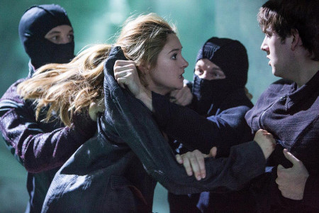 Tris is attacked by Peter and his pals